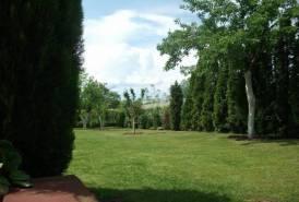 Bayk András kertben eladó egy 42 nm-es komfortos hétvégi ház.